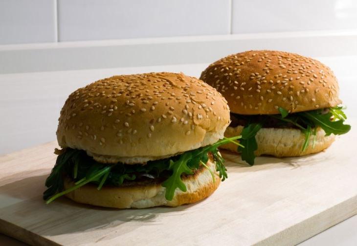Panino con hamburger fatto in casa
